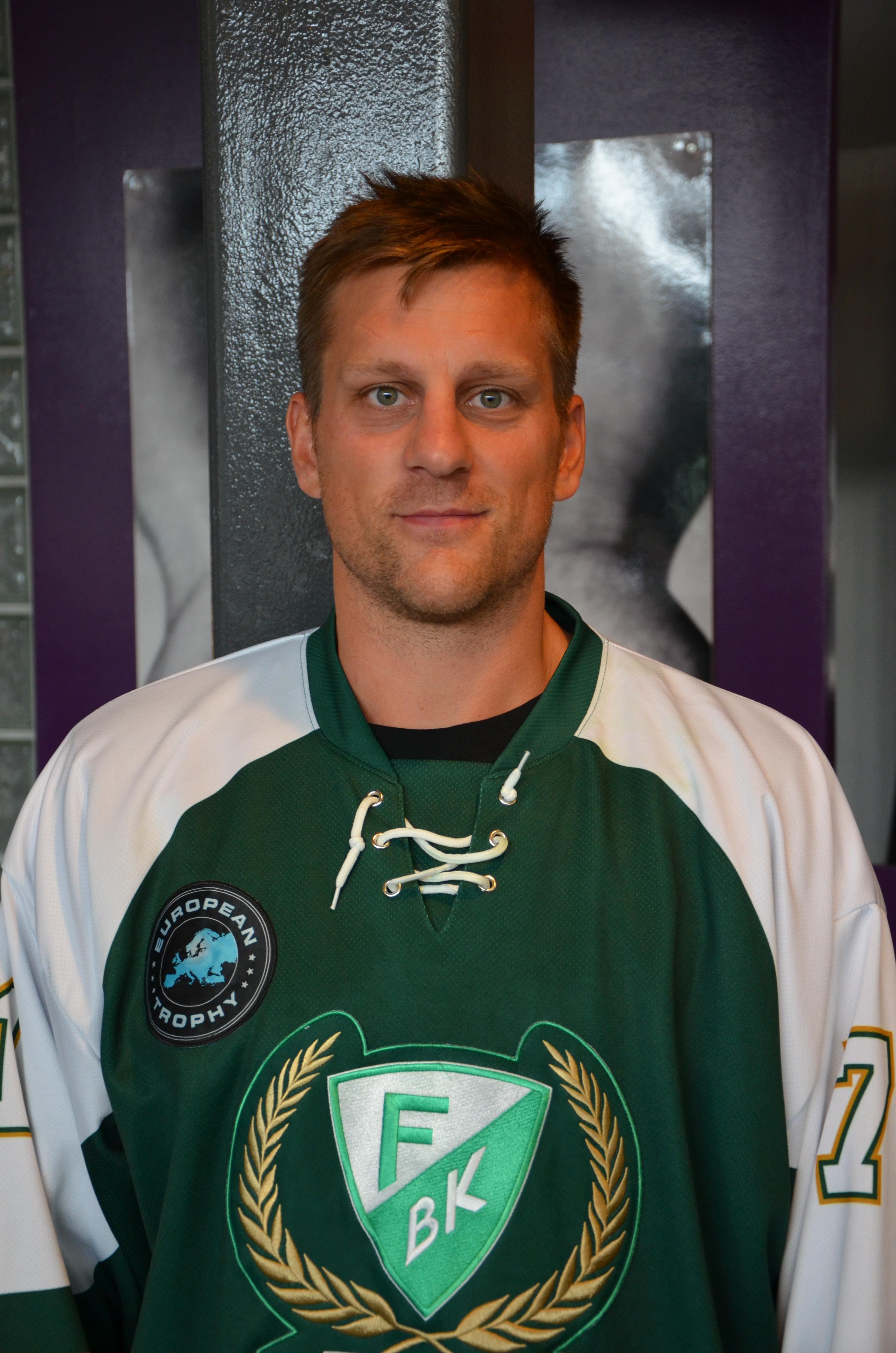 Christian Berglund hamnade minst sagt i hetluften efter tacklingen mot Peter Öberg!  Foto: Robin Angle/fbkbloggen