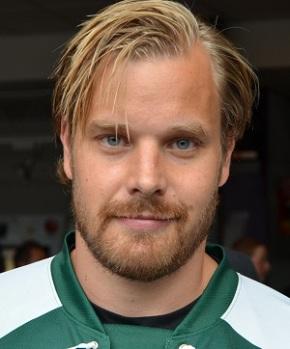 Sanny Lindström är en av flera duktiga och uppskattade twittrare i laget. Minns väl hans hockeygala på twitter förra året och det genomslag den har fått! Foto:Robin Angle/fbkbloggen