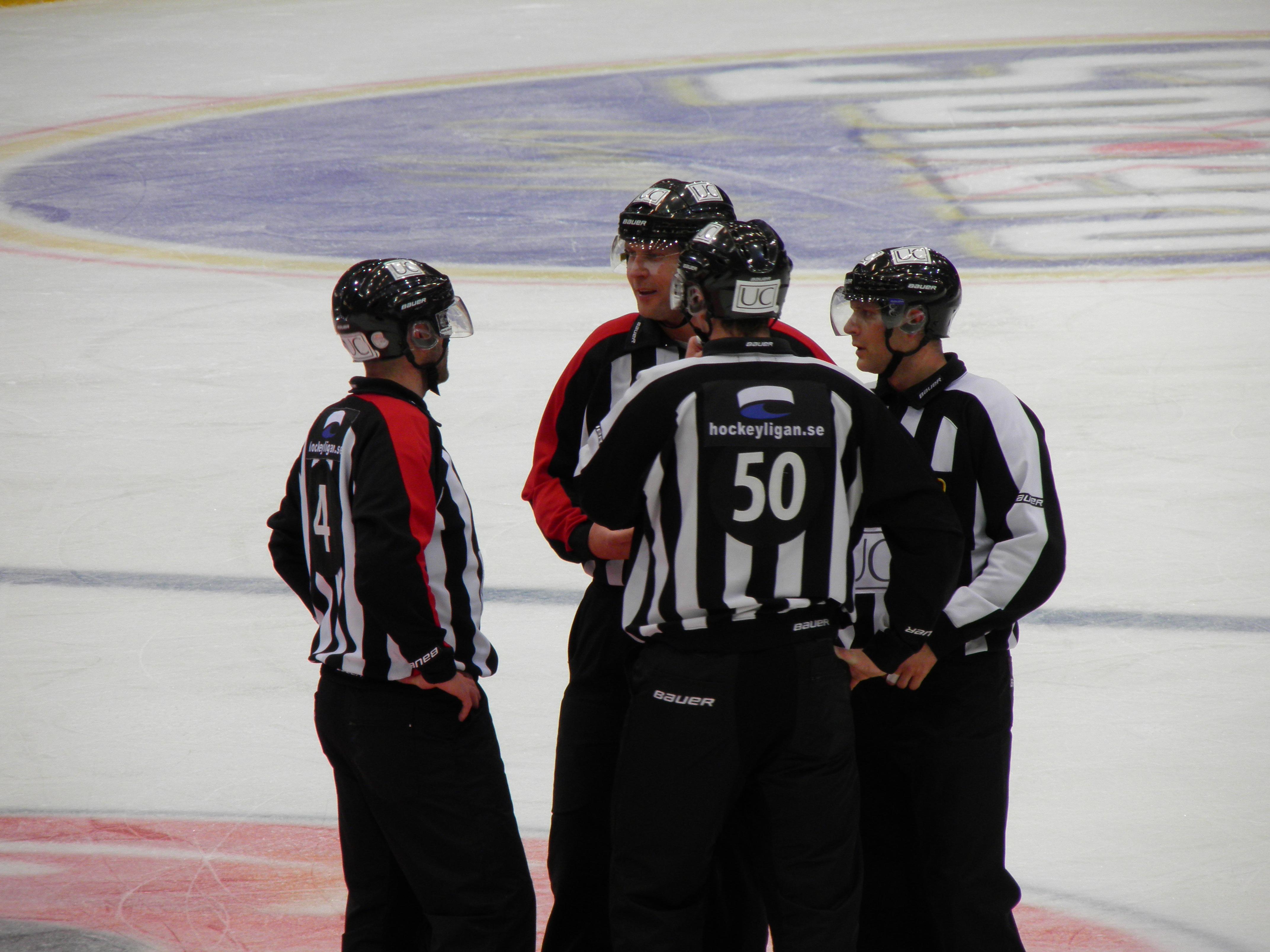 Domarnas insatser måste diskuterar mer med tanke på hur mycket de påverkar spelet- Foto:Marie Angle/fbkbloggen