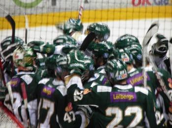 Färjestadsspelarna firar vinsten mot HV71 2/2 2013 Foto: Marie Angle/fbkbloggen