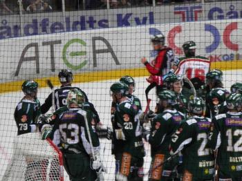 Färjestadspelarna firar segern  Foto: Marie Angle/fbkbloggen