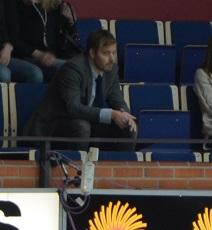 Mycket glädjande att Sanny Lindström är så pigg att han orkar se matchen på plats! Vi på bloggen håller tummarna för att läget är på väg åt rätt håll nu! Foto: Robin Angle/fbkbloggen