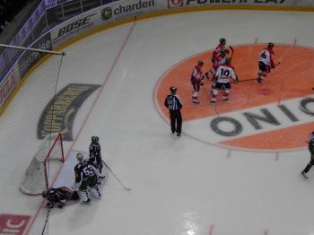 Luleå har just gjort viktiga 0-2 och Salák är inte nöjd med domarna som inte blåste av då han var ur spel. Foto: Marie Angle/fbkbloggen