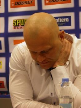 En påtagligt frustrerad Andreas Johansson under presskonferensen efter semifinal ett. Foto: Marie Angle/fbkbloggen