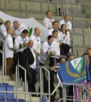 Vår legendar Thomas Rundqvist trivs med klacklivet i hösten European Trophy-slutspel i Bratislava. Foto: Marie Angle/fbklbloggen