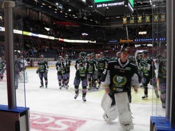 FBK-spelarna lämnar LLA för sista gången säsongen 2012/13. Foto: Marie Angle/fbkbloggen