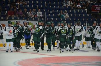 Spelarna tackar publiken efter träningen. Foto: Robin Angle/fbkbloggen