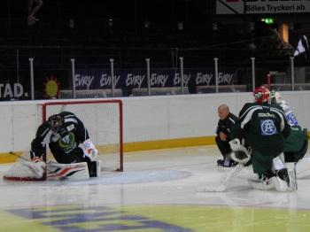 """Granqvist frågade de andra målvakterna om de tyckte att det var okej om Bryzgalov anslöt. Det tyckte de. """"Vi lär alla av varandra"""" konstaterar """"Grana"""". Foto: Marie Angle/fbkbloggen"""