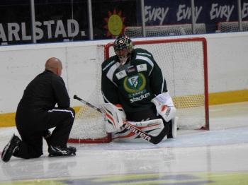 Granqvist och Bryzgalov i samspråk på isen. Foto: Marie Angle/fbkbloggen