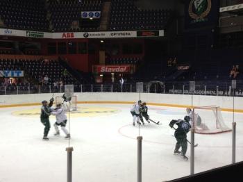 """""""Knattehockey"""" avslutade eftermiddagsträningen 7/8 2013 Foto: Marie Angle/fbkbloggen"""