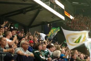 8500 på plats i Löfbergs Arena vid SHL-premiären, och vilket tryck det var! Foto: Marie Angle/fbkbloggen