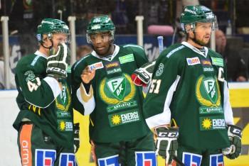 Shawn Belle tillsammans med backkollegan Ville Lajunen och Rickard Wallin. Foto: Robin Angle/fbkbloggen