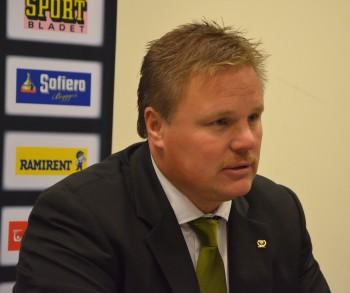 Leif Carlsson dolde inte sin besvikelse på presskonferensen efter förlusten mot Växjö! Foto: Robin Angle/fbkbloggen