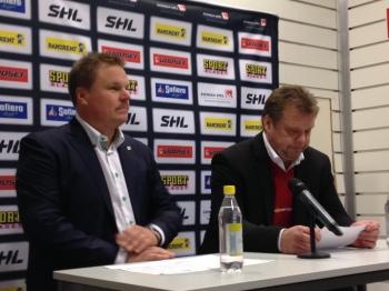 Leif Carlsson och Örebros assisterande tränare Roland Sätterman vid presskonferensen efter matchen 30/11. Foto: Marie Angle/fbkbloggen