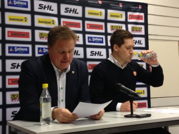 Leif Carlsson och Växjös Sam Hallam på presskonferensen efter matchen 12/12. Foto: Marie Angle/fbkbloggen