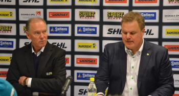 Det kanske inte riktigt ser så ut på bilden, men båda tränarna var rörande eniga om matchbilden på presskonferensen efter matchen. Foto: Robin Angle