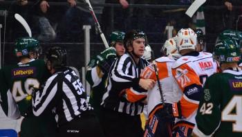Grinigt på isen, och frustrerat i FBK-lägret efter matchen! Foto: Robin Angle/fbkbloggen