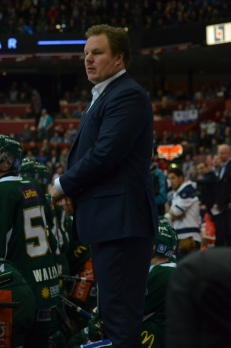 Leif Carlsson i båset. Han var inte nöjd med kvällens match... Foto: Robin Angle/fbkbloggen