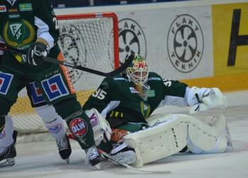 Bra fokus! Svår match för PW mot Örebro där han fick stå overksam längre stunder för att sedan utsättas för ganska vassa framstötar av Örebrospelarna. Foto: Robin Angle/fbkbloggen