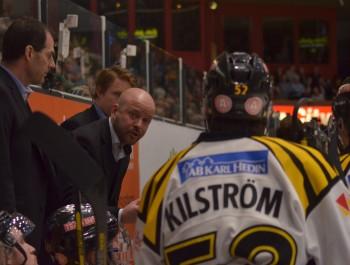 Brynäs-tränaren Tommy Jonsson och hans lag stod för en riktigt vass prestation i kvartsfinal 4. Det få man inte glömma i besvikelsen över att vi blev nollade. Foto: Robin Angle/fbkbloggen
